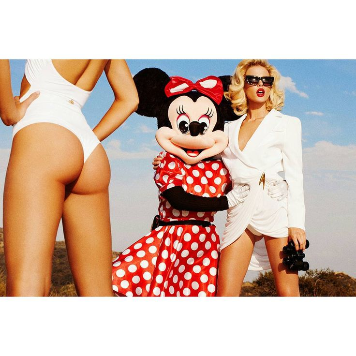 Minnie mouse hiking in the #Hollywoodhills with @sydneyroper and @masharudenko Hair by @giannetos Makeup by @desertdebs Styled by @taylorsheridan #bffs #Minnie mouse #Hollywood #hiking #oscarseason #hollywoodstyle #thierrymugler