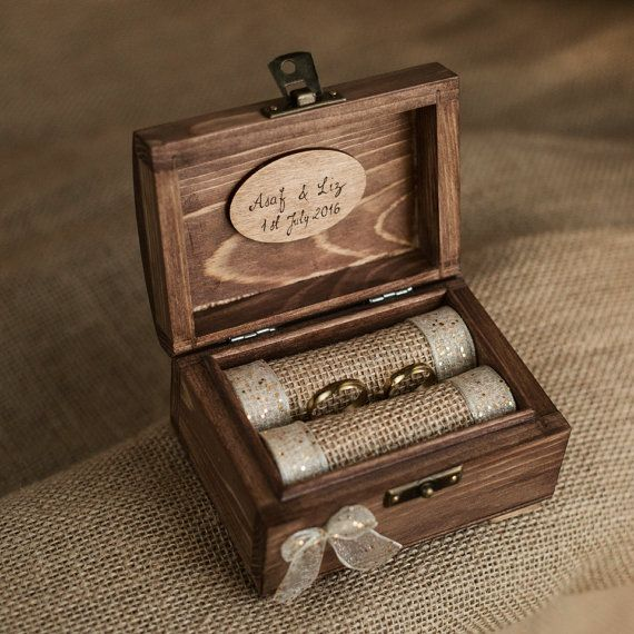 Gold ring box. Personalized wooden wedding ring di collectivemade