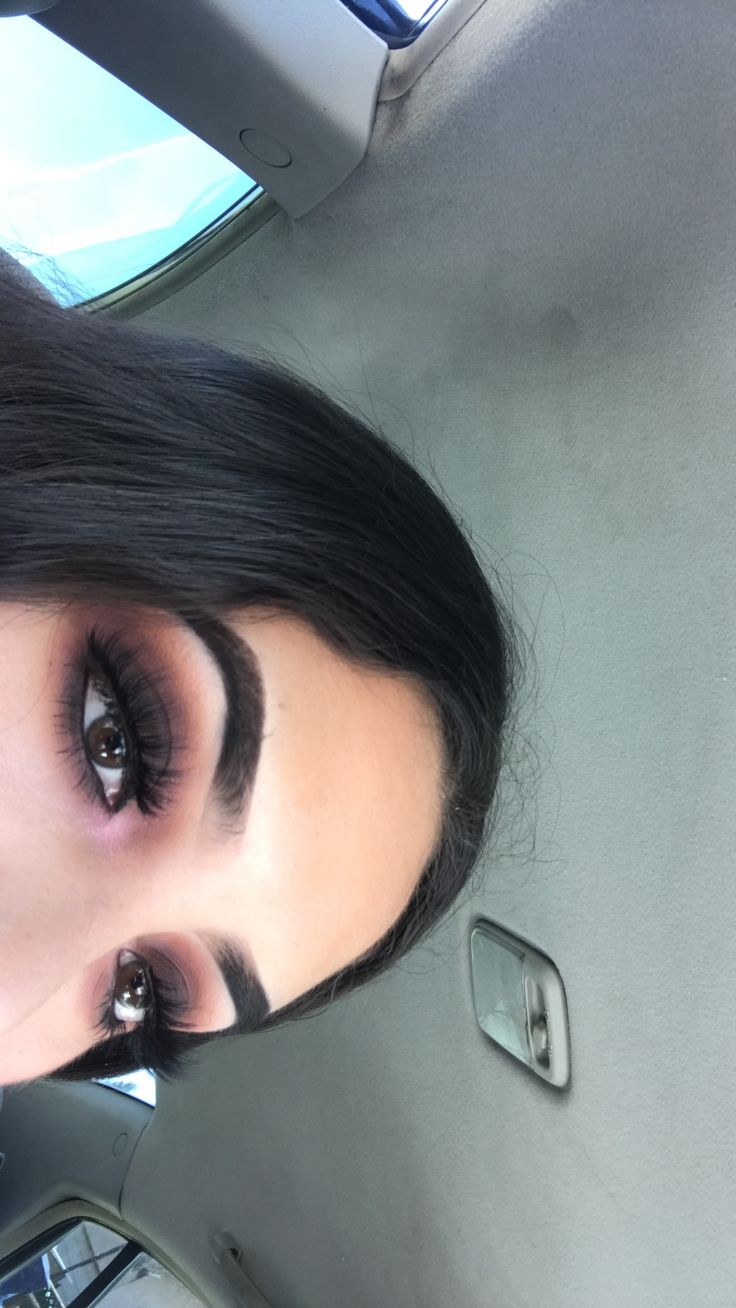 Smoky plum look using modern renaissance palette from abh insta: @foreverpaolaaa