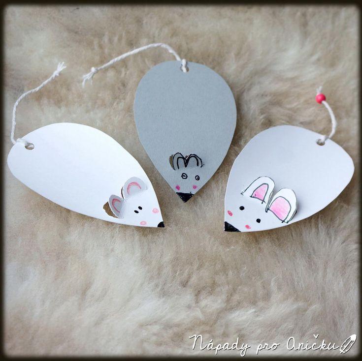 Včerejší improvizace, kdy děti chtěly vyrábět záložky a nejlépe myšky. Mají teď ve školce myškový týden