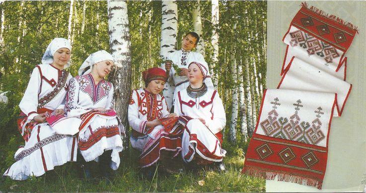 Mannen en vrouwen in het Chuvash national costume, klederdracht voornamelijk in rood en wit. Andrey woont in Cheboksary, Rusland. De kaart heeft 11 dagen gedaan over 2, 775 km. #Chuvash