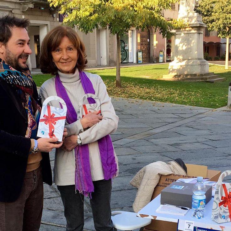 vendita in piazza dei cioccolatini dell'AIRC