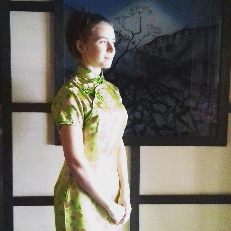 #旗袍 #china #qipao Смотрю в светлое будущее