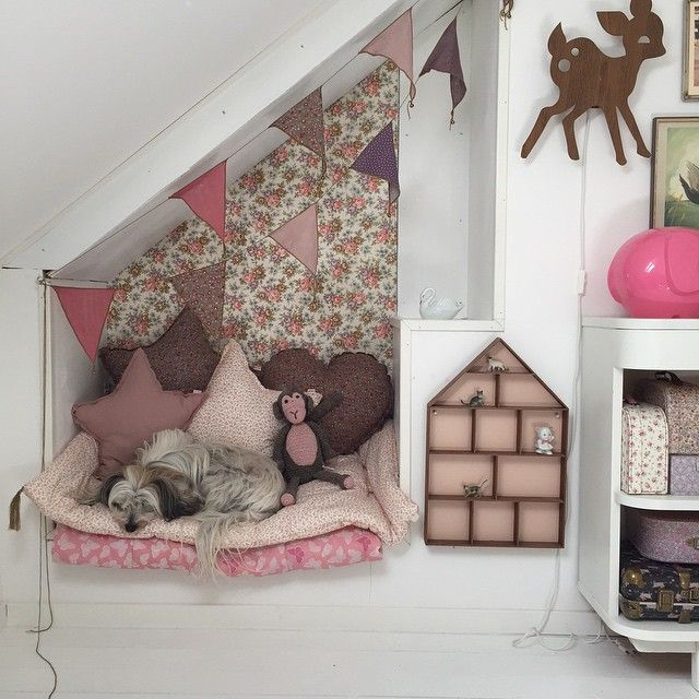 Small Cozy Bedroom For Girls Bewitching Pink Wallpaper In: 1000+ Ideas About Kids Room Wallpaper On Pinterest
