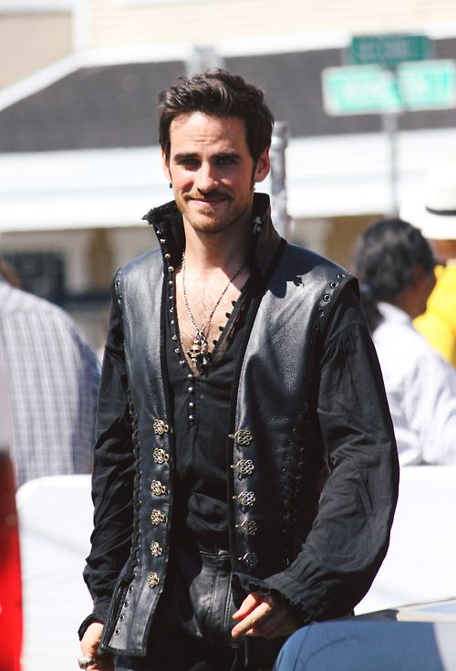 35 Photos of Colin O'Donoghue That Confirm He Is Your Favorite Fairy Tale Pirate | la da dee