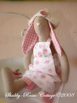 love this tilda rabbit, got the pattern and im going to have a go this afternoom.
