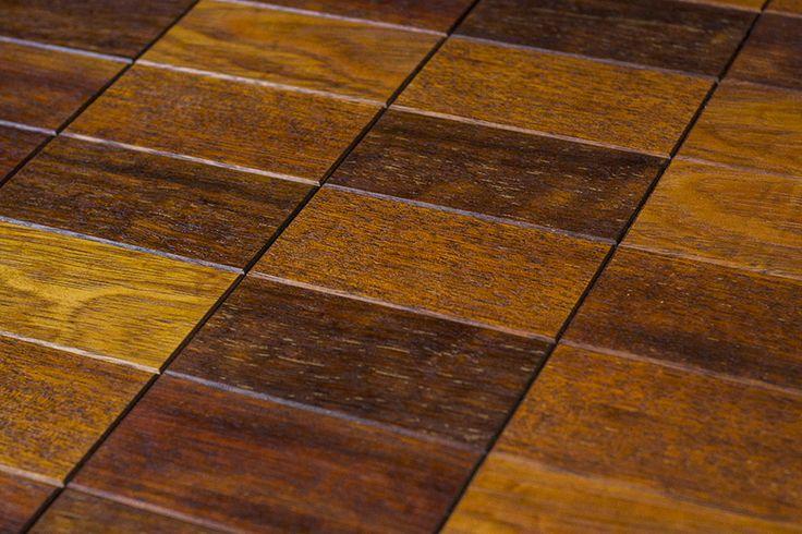 Drewniane płytki parkietowe Brick ułożone we wzór siatki / Wooden parquet tiles floored as horizontal grid.