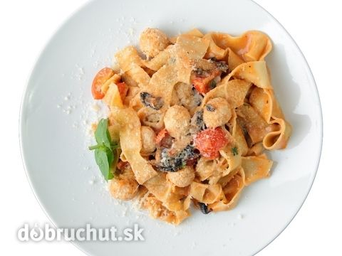 Pappardelle+s+kuracím+mäsom+a+paradajkami