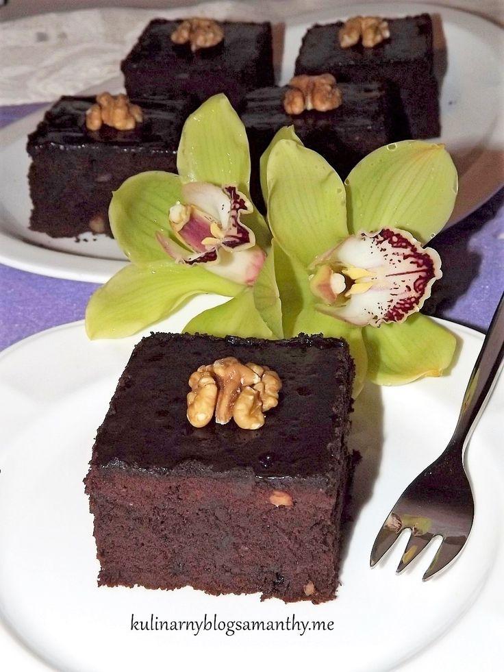 Czekoladowe ciasteczka, tak bardzo popularne w kuchni amerykańskiej isławne na całym swiecie. Podobno powstały w wyniku pomyłki, bowiem zapomniano do ciasta dodać proszku do pieczenia. Okazało się…