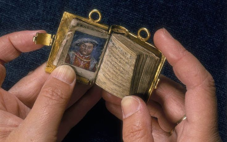Anne Boleyn's gold book. Anne Boleyn purportedly handed this miniature book of psalms, which contain a portrait of Henry VIII, to one of her maids of honour when on the scaffold in 1536. This precious manuscript is owned by The British Library. #history #books
