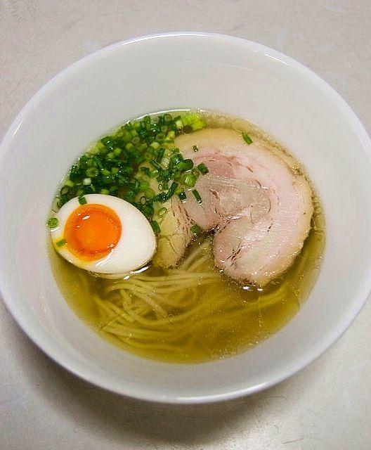 スープは鶏ベースの塩味。麺は「春よ恋」で作りました。圧延とカットはパスタマシーンで行いました。 - 20件のもぐもぐ - 麺も自作した塩らーめん by tanabataya