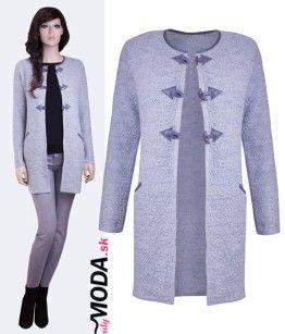 Šedý pletený dámsky sveter so zapínaním na tri gombíky - trenydmoda.sk