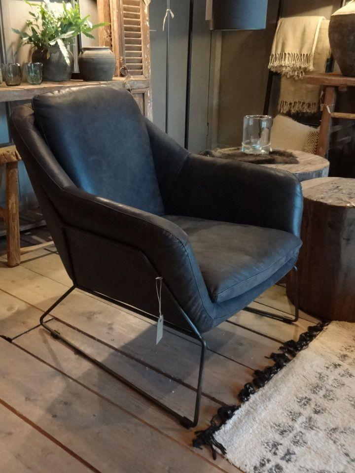PrachtigstoerVintage lederen fauteuil met zwart buizenframe. Zit echt heerlijk. Lekker zacht Vintage leder (...