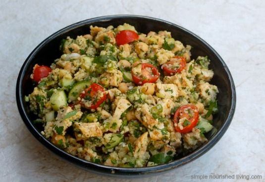 Simply Delicious Mediterranean Chicken + Couscous Salad. 243 calories/6WWPP http://simple-nourished-living.com/2014/05/mediterranean-chicken-couscous-salad/