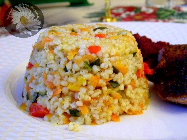 Kasza jęczmienna z warzywami - http://www.mytaste.pl/r/kasza-j%C4%99czmienna-z-warzywami-25622258.html