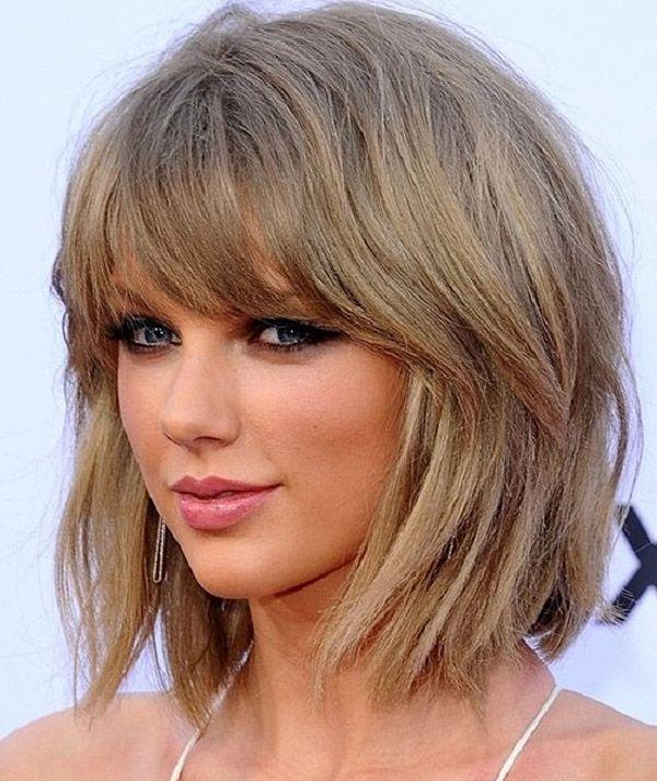 Taylor Swift com cabelo bob + franja