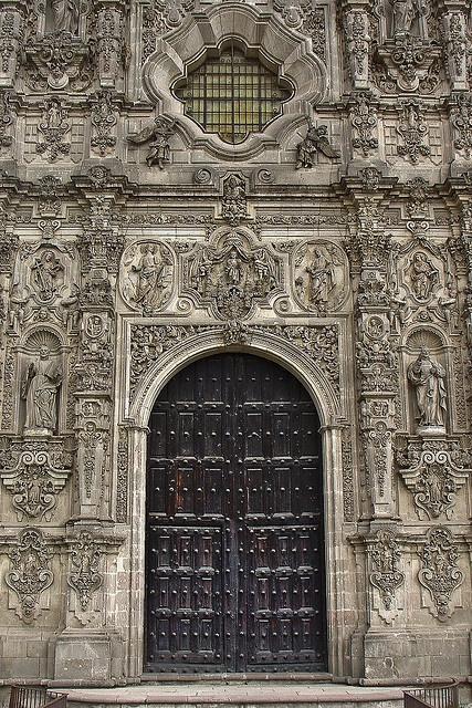 barroco. So much detail. Beautiful sculpture