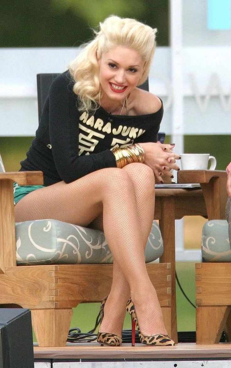 Seriously in love in Gwen Stefani! She's a bad ass, and can make ANYTHING look good lol