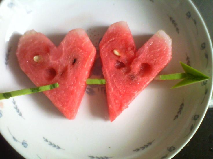 Zwei Herze aus Wassermelone