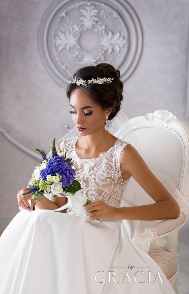 DORCIA White Silver Wedding Bridal Flower Crown by TopGracia #topgraciawedding #bridalhairaccessories #weddingheadband #bridalcrown #flowercrown