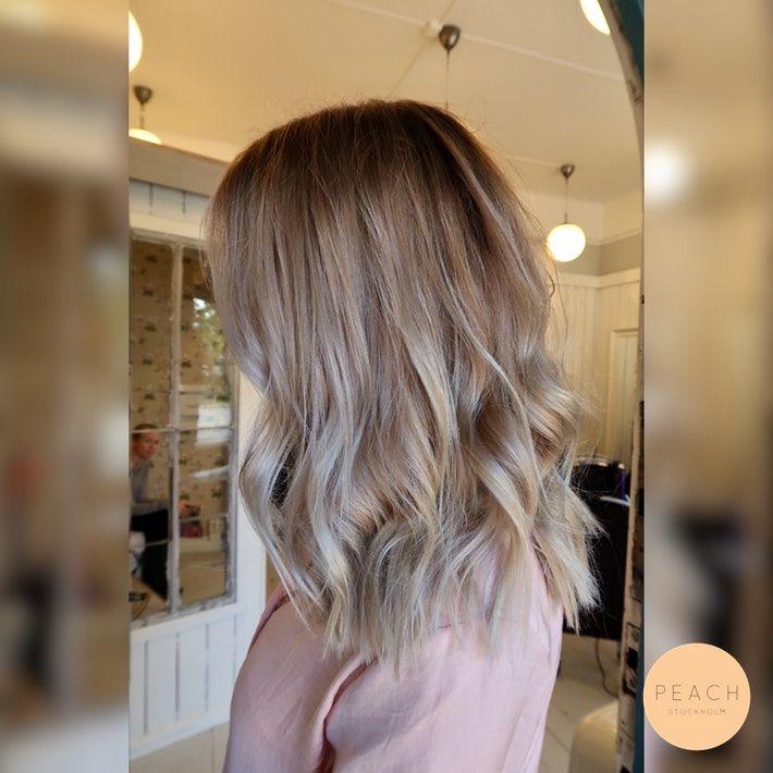 Kall blond sombre hårfärg med balayage slingor i ask, cendré och silver
