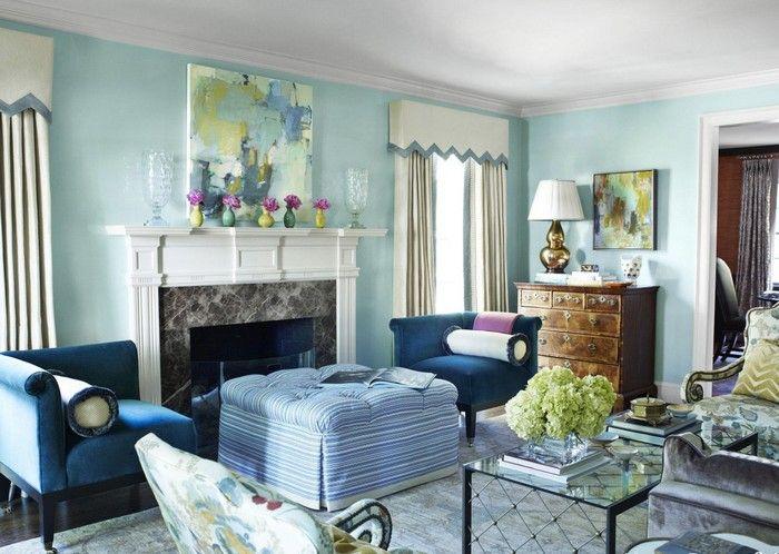 Küçük oturma odalarında açık renkli mobilyalar ve duvar renkleri en ideal seçimlerdir. Minimal ve odanızda büyük bir alanı kaplamayacak mobilyalar seçerken, gereksiz eşyalardan kaçınmal