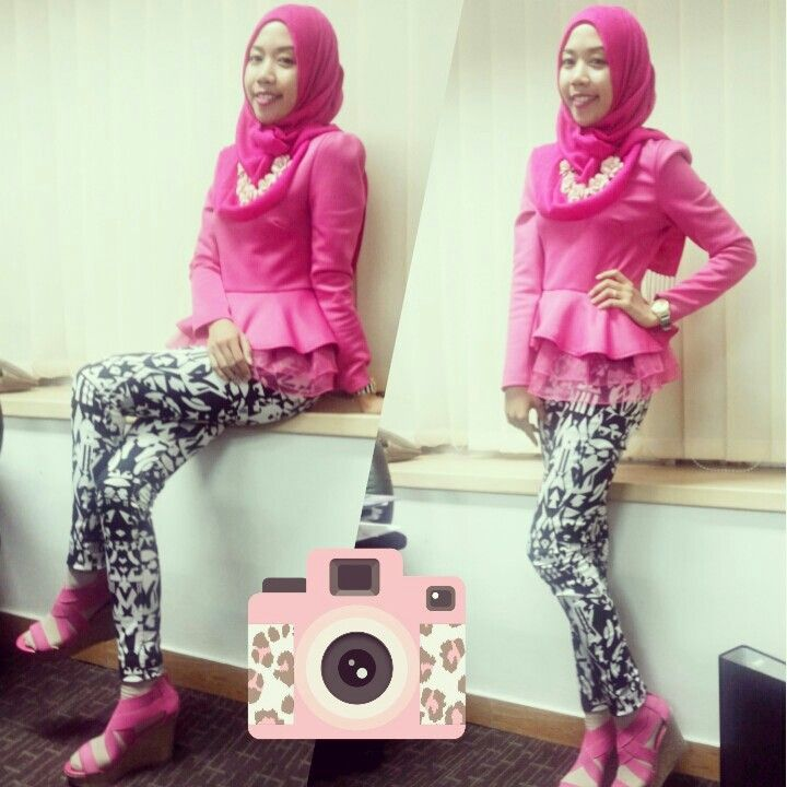 Fuschia ruffle top and tribal black-white skinny pants. My friday ootd look in the office.