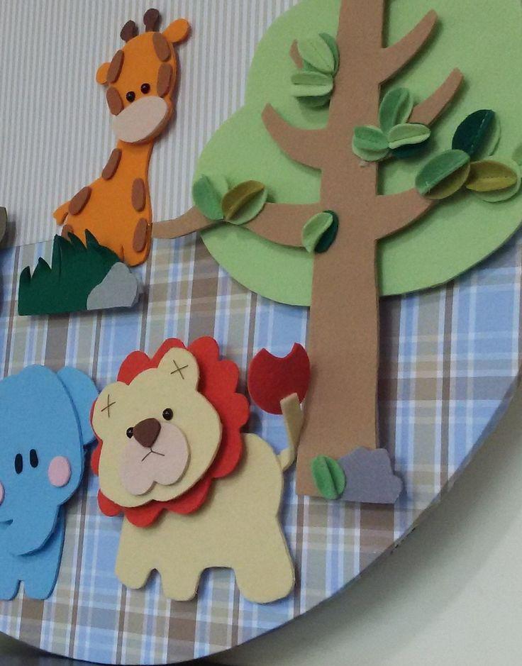 Painel decoração Safari para quarto infantil . Personalizado com nome do bebê. 57cm de diâmetro, se encaixa perfeitamente em nicho de MDF redondo de 60cm de diâmetro. Tem 3cm de espessura e não tem moldura (sugestão para ser colocando como fundo em nichos redondos). É confeccionado em base de ...