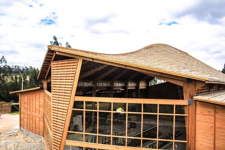Fachada frontal Bodega producción Taller de Ensamble #woodarchitecture #wood #madera #casasenmadera #arquitecturaenmadera http://www.tallerdensamble.com