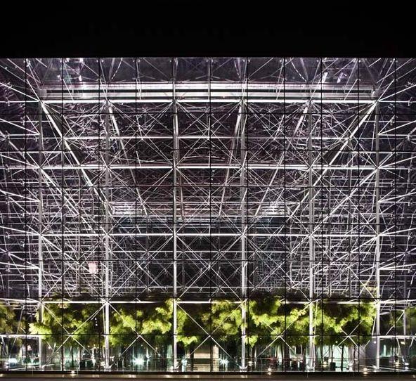città smart della Spagna, Santander ha cambiato radicalmente la sua fisionomia puntando verso un modello green ed altresì sull'innovazione tecnologica ed i sistemi informatici, divenendo esempio e modello anche per altre città europee.