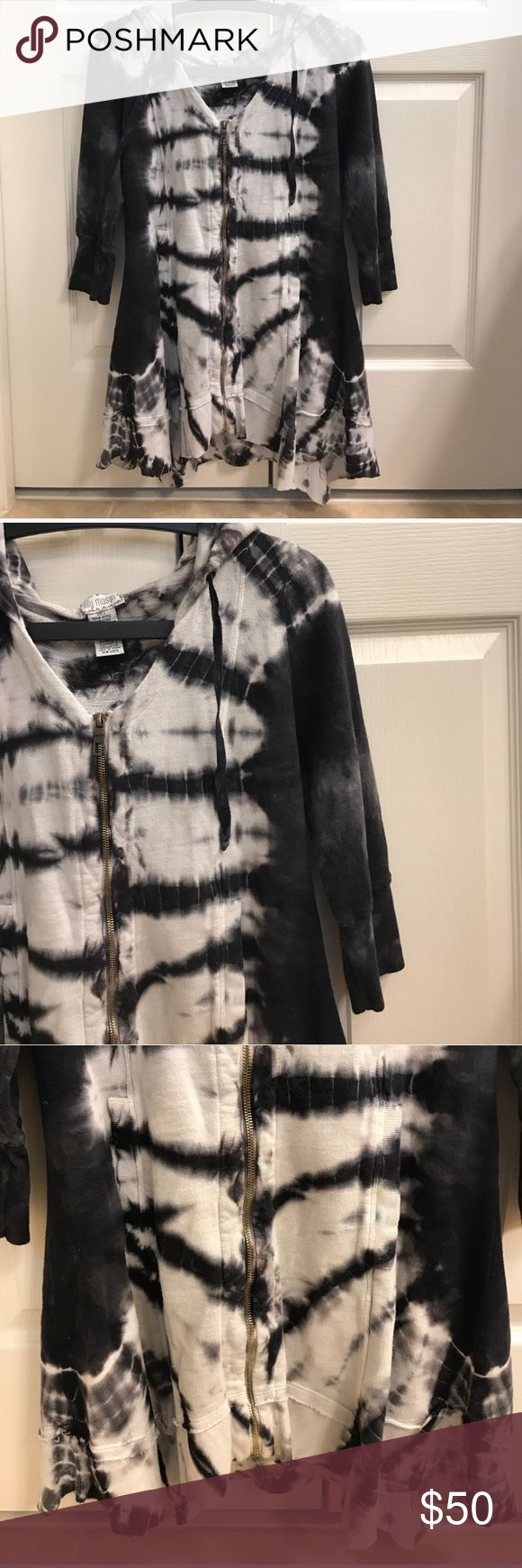 Size S Lilly Mason tie dye grey zip up top Size S Lilly Mason tie dye grey zip up top asymmetrical hem Lilly Mason Tops
