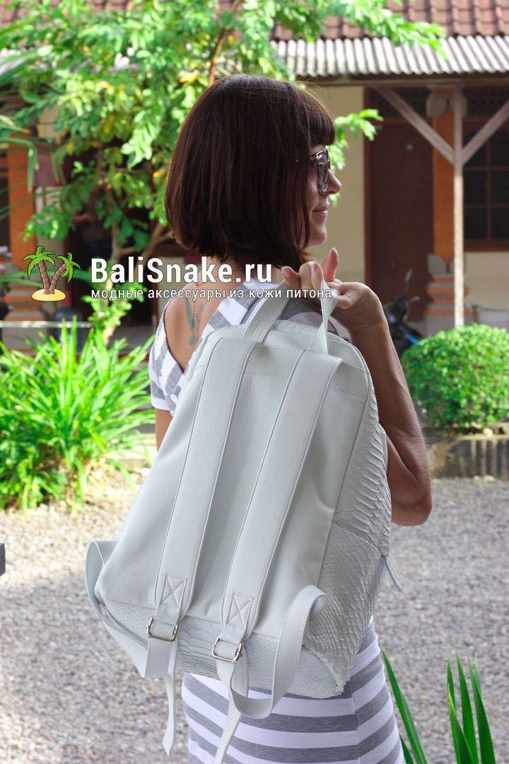 Рюкзачок из кожи питона. Размеры: 37 х 27 х 16. Цена: 9700 руб.  Больше моделей на нашем сайте BaliSnake.ru  По любым вопросам пишите в WhatsApp/ Viber: +79036678272 Вика.  #мода #модно #куртка #ручнаяработа #сумкиоптом #handmade #питон #сумкаизпитона #лето #balisnake #python #сумка #кожа #скидки #распродажи #питер #стиль #одежда #казань #краснодар #новгород #новосибирск #владивосток #клатч #рюкзак #рюкзаки