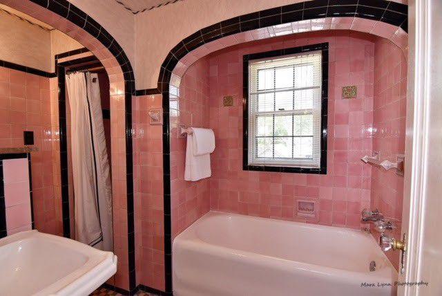361 Lawndale Ave Aurora Il 60506 Bathtub Design Simple