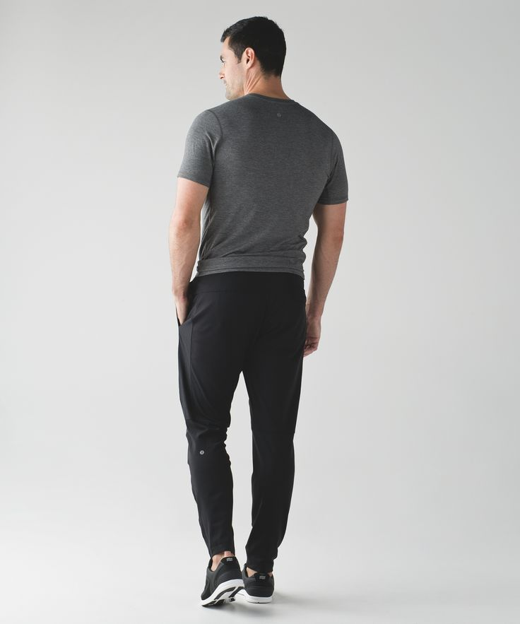 These pants were designed with abrasion-resistant panels and Mesh fabric to give your legs a lift during sweaty training sessions.