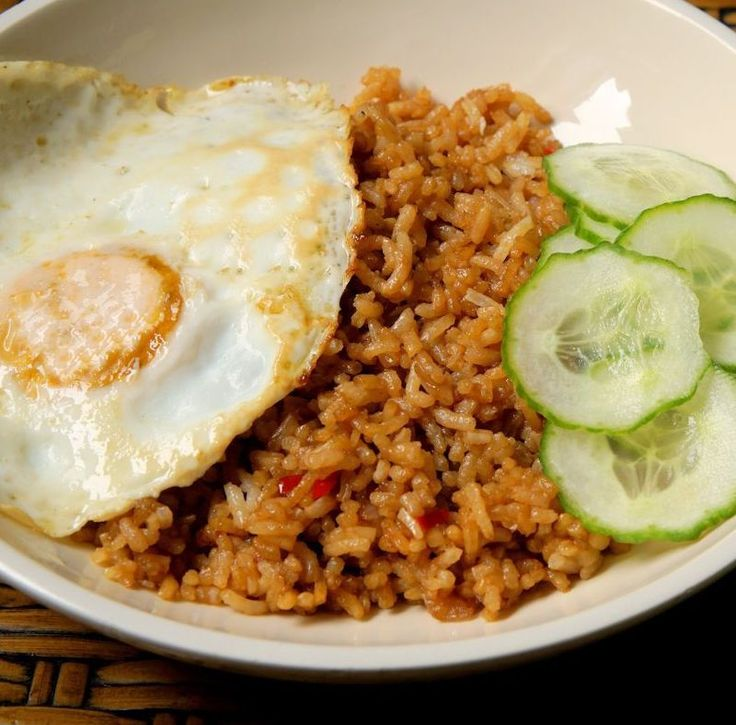 This is a simple dish, but that doesn't mean it's boring. http://www.cautiousvegetarian.ca/recipe/nasi-goreng/