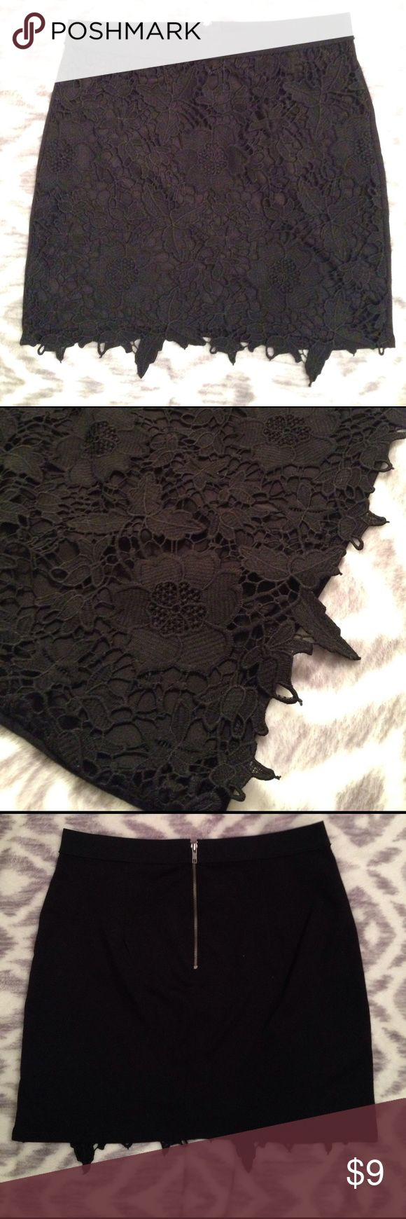 American Eagle lace mini skirt Stretchy black mini skirt with lace overlay on the front 🖤. Fits on the smaller side American Eagle Outfitters Skirts Mini