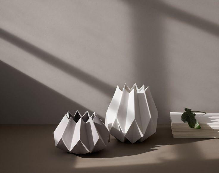 Váza Folded Vase, Ash   DesignVille