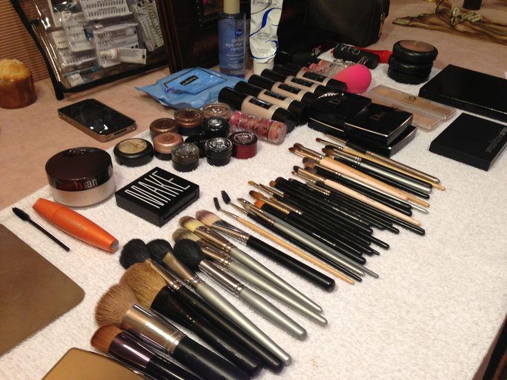 Brushes, brushes, brushes!!! Fashion backstage