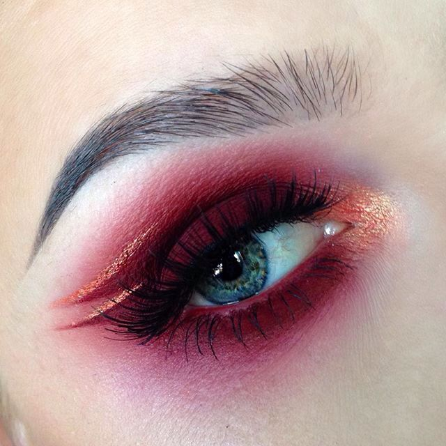 Looks similar to the colors in the Venus palette by LimeCrime, luckily it's actually by@MeltCosmetics (colors - Love Sick & Amelie) And the Rose Gold liner by @Suvabeauty