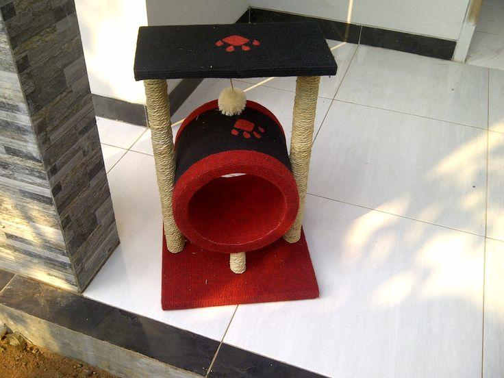 Cat scratching/cat condo/garukan kucing/mainan kucing/cat tree/cat toy. Kode JC 15 ukuran tinggi: 60cm lebar: 40x40cm Harga Rp 850.000 Kami menerima pemesanan CUSTOM ( mengikuti design keinginan anda atau dari design kami ) Hubungi kami : JL: Aselih Rt:10 Rw:01 Cipedak-Ciganjur Jagakarsa Jakarta-Selatan 12630 No:72 Telp: 087882372643 (Whatsapp)-02194653190 PIN BB 24E4F059, Line: shine_art3