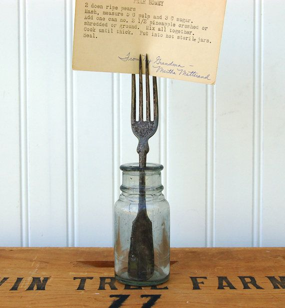 some vintage forks, mason type jars and you have a sweet place card holder!