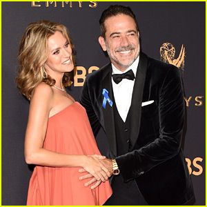 Jeffrey Dean Morgan and Hilarie Burton at the 2017 69th Emmy Awards. One question!! Are those two EXPECTING?!?!?! OMG!!