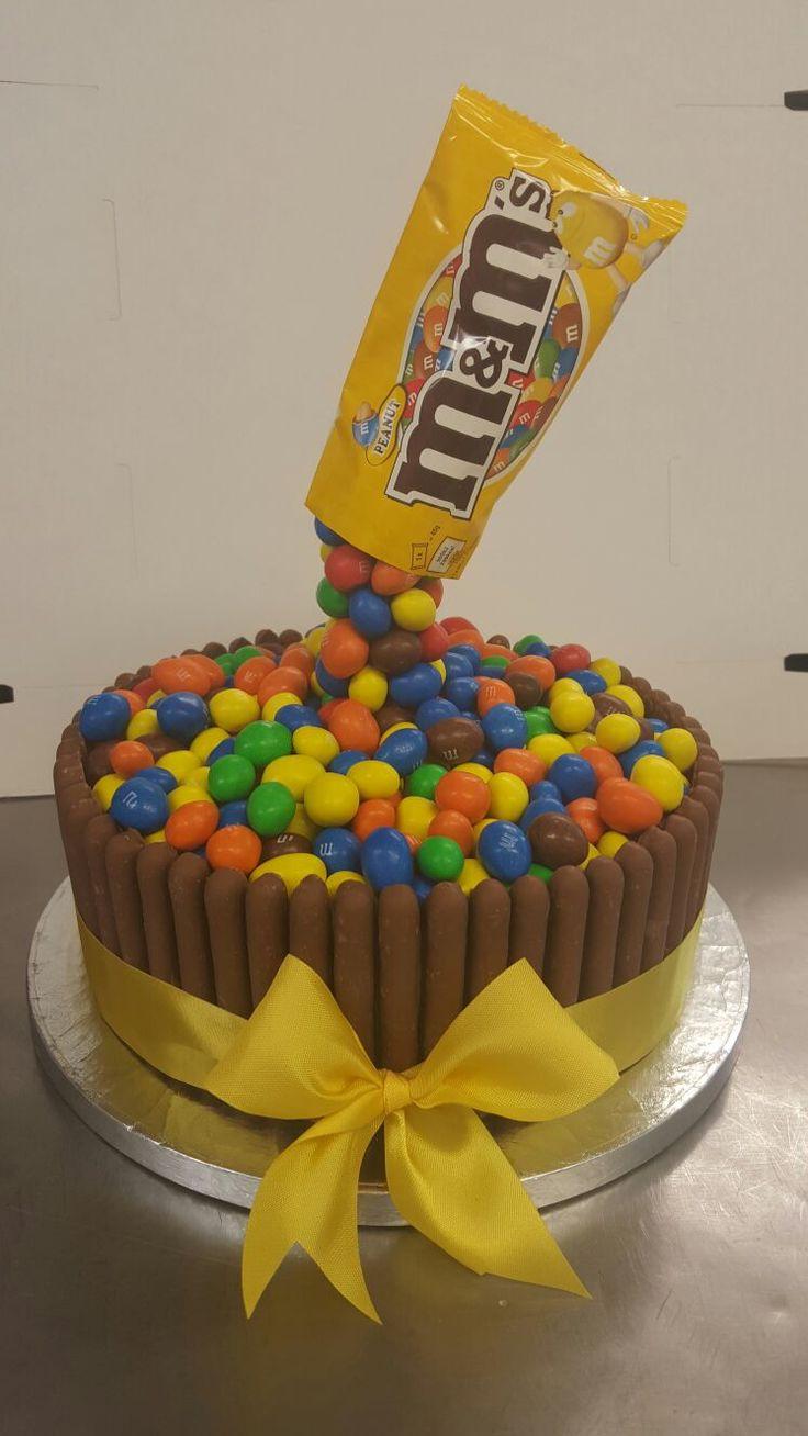MNM Cake #m&ms #chocoholic #mnmworld #chocolatefingers #cakecakecake #familycakes