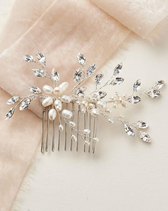 Simple wedding hair piece Pearl hair clip Modern hair pin Dainty pearl hair jewelry Freshwater pearls mini comb