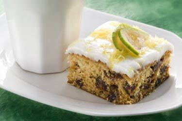 Feijoa date cake (yes, I'm going to town with the feijoa recipes..)