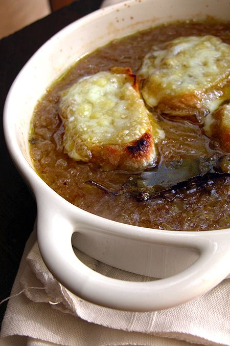 Zuppa di cipolle | http://www.ilpastonudo.it/minestre-e-zuppe/zuppa-di-cipolle/