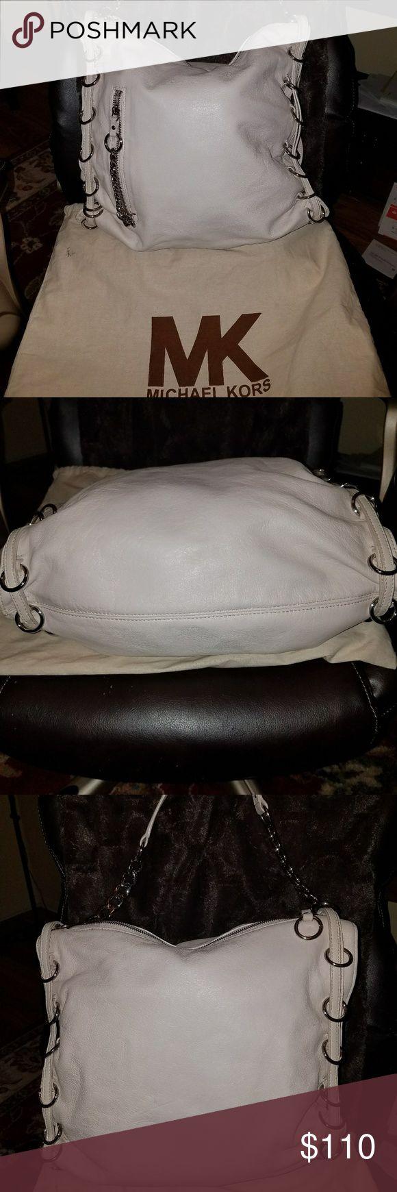 Michael kors bag White leather Michael Kors handbag. Zipper on front. Inside compartment   Very nice bag.. Price negotiable  9228441610 Michael Kors Bags Satchels