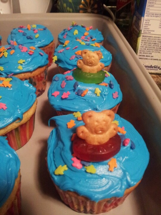 Swimming teddy graham cupcakes. Would be cute for a pool party. I made them just because