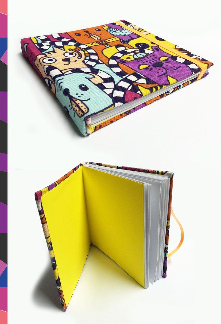 Cuaderno de 15x15cm - tapa dura motivo de tela - con elástico sujetador. Disponible en crearte diseño artesanal.