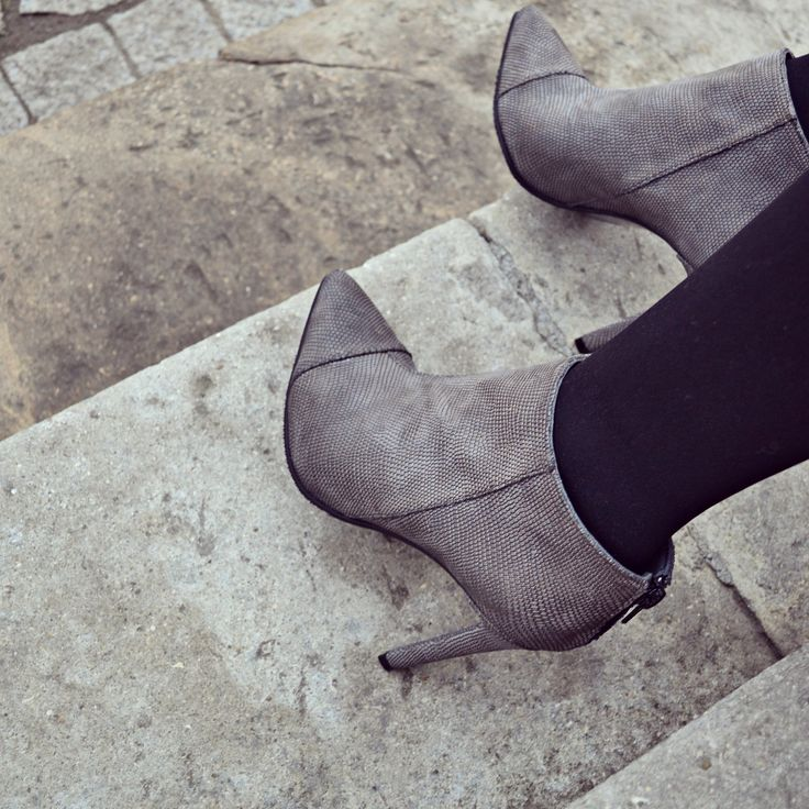 #the5thelementshoes #rosettishowroom #ankle #leather #grey #boots #winter #sale